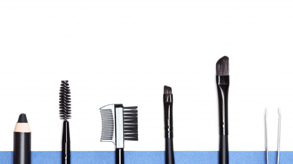 Как красить брови тенями1